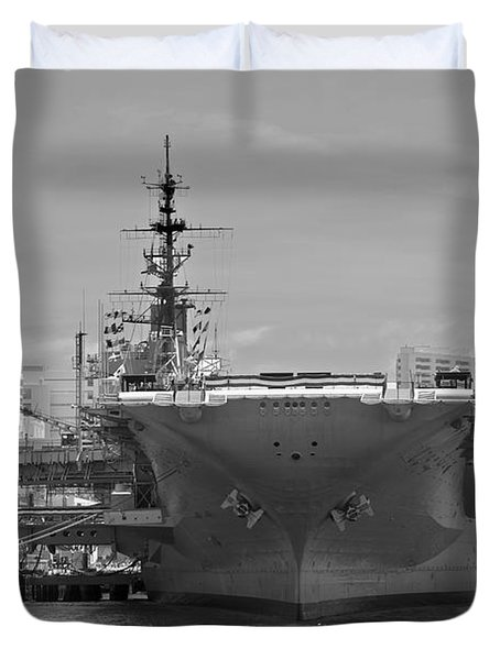 Bow Of The Uss Midway Museum Cv 41 Aircraft Carrier - Black And White Duvet Cover