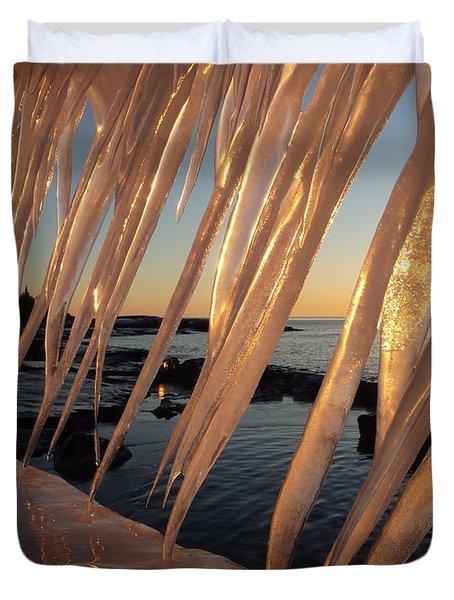 Break Wall Winter Sunrise Duvet Cover