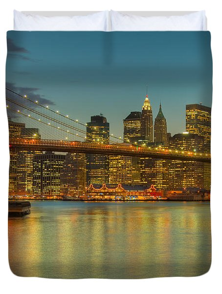 Brooklyn Bridge Twilight Duvet Cover by Clarence Holmes