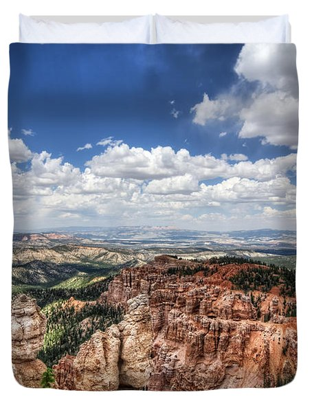 Duvet Cover featuring the photograph Bryce Point by Tammy Wetzel