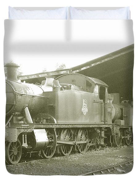 Buckfastleigh Shed Duvet Cover by Rob Hawkins