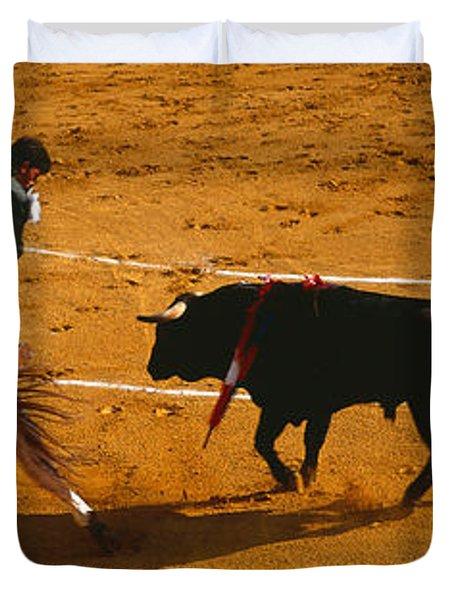 Bullfighter Taunting Bull In Ring Duvet Cover