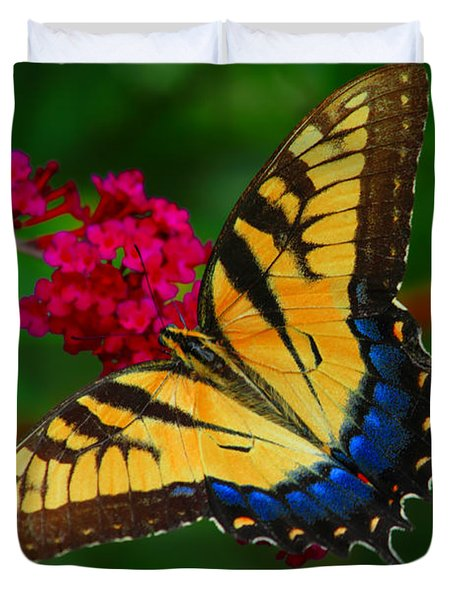 Duvet Cover featuring the photograph Butterfly by Geraldine DeBoer