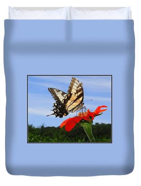 Butterfly On Red Daisy Duvet Cover