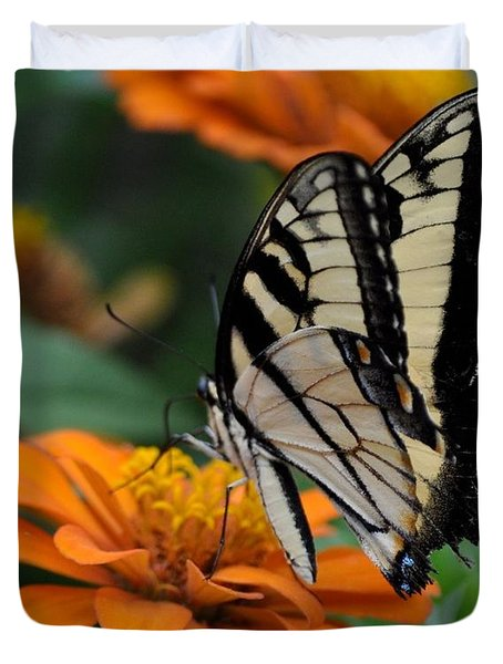 Butterfly On Zinnia Duvet Cover