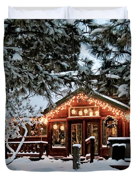 Cabin With Christmas Lights Duvet Cover
