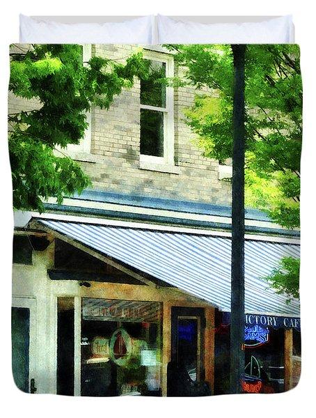 Cafe Albany Ny Duvet Cover by Susan Savad