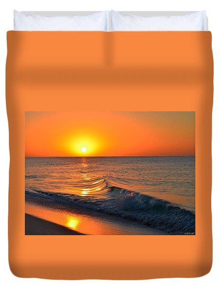 Calm And Clear Sunrise On Navarre Beach With Small Perfect Wave Duvet Cover