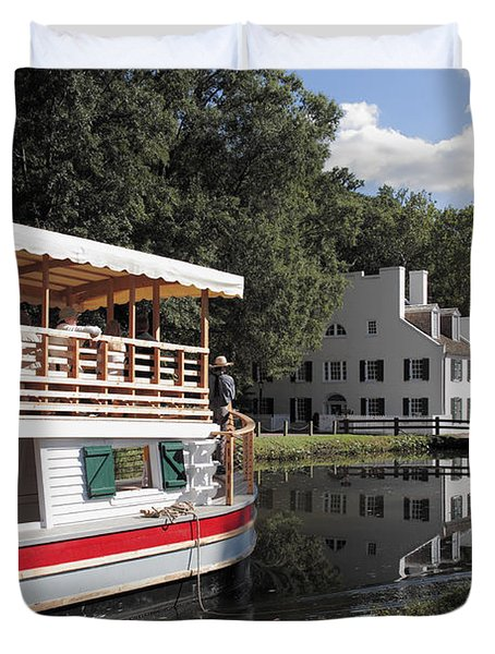 Canal Boat On The C And O Canal At Great Falls Tavern Duvet Cover