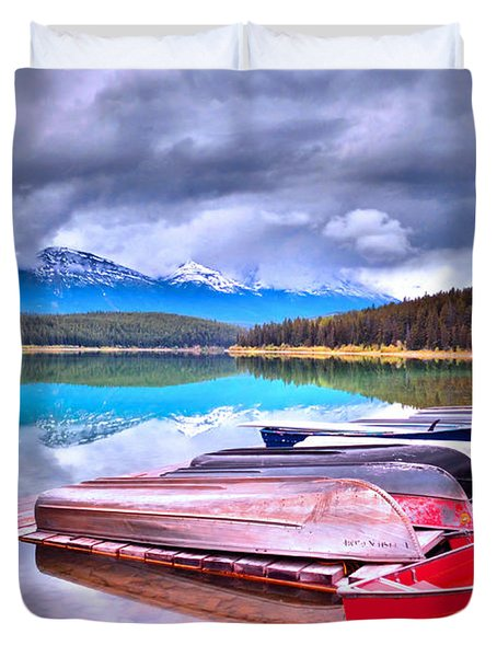 Canoes At Lake Patricia Duvet Cover by Tara Turner