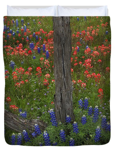 Cedar Fence In Llano Texas Duvet Cover