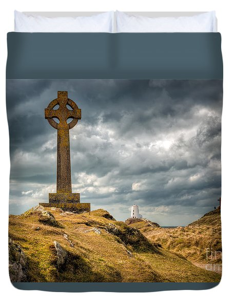 Celtic Cross At Llanddwyn Island Duvet Cover by Adrian Evans