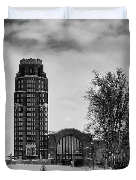 Central Terminal 4431 Duvet Cover by Guy Whiteley