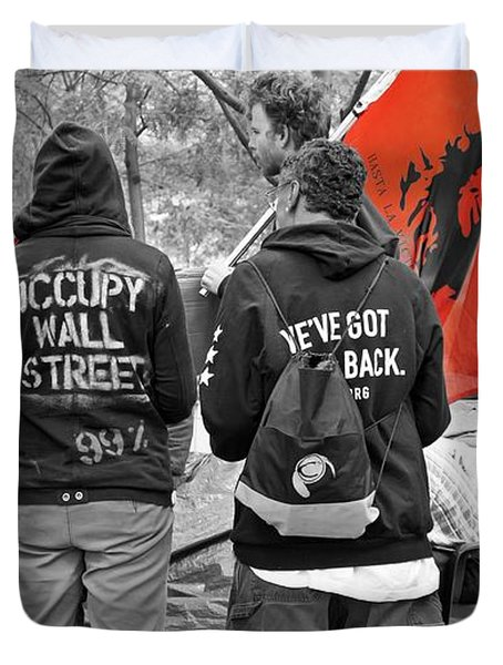 Duvet Cover featuring the photograph Che At Occupy Wall Street by Lilliana Mendez