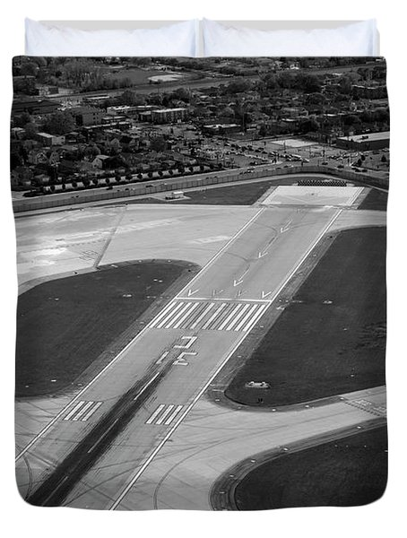 Chicago Airplanes 04 Black And White Duvet Cover by Thomas Woolworth
