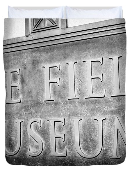 Chicago Field Museum Sign In Black And White Duvet Cover by Paul Velgos