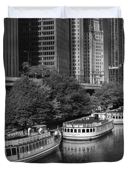 Chicago River Tour Boats B W Duvet Cover
