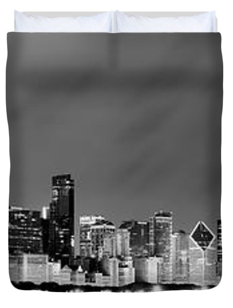 Chicago Skyline At Night In Black And White Duvet Cover