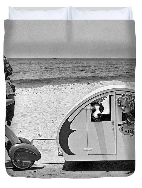 Children Beach Tour Duvet Cover by Underwood Archives