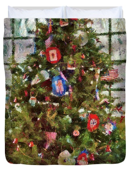 Christmas - An American Christmas Duvet Cover by Mike Savad