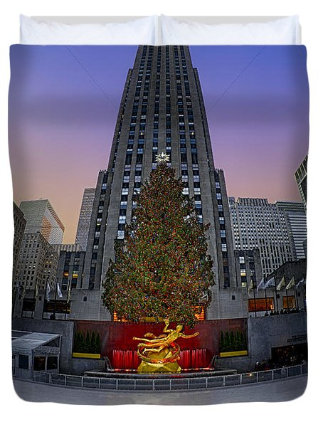 Christmas In Nyc Duvet Cover by Susan Candelario