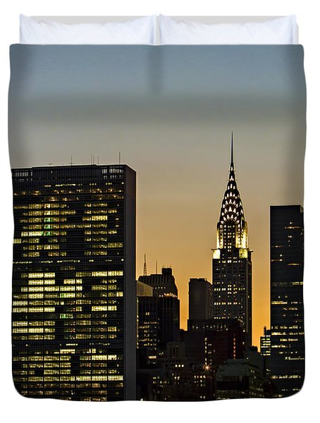 Chrysler And Un Buildings Sunset Duvet Cover by Susan Candelario