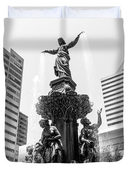 Cincinnati Fountain Black And White Picture Duvet Cover by Paul Velgos