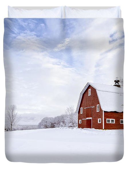 Classic New England Red Barn In Winter Duvet Cover