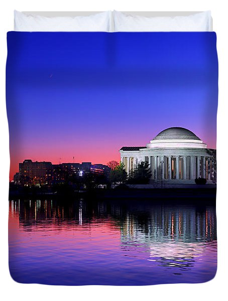 Clear Blue Morning At The Jefferson Memorial Duvet Cover