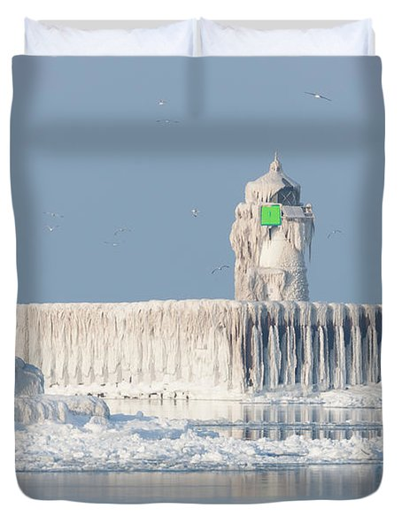 Cleveland Harbor East Pierhead Light Duvet Cover