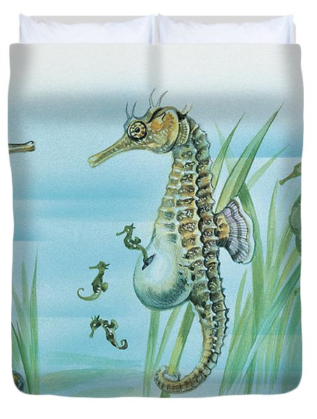 Close-up Of A Male Sea Horse Expelling Young Sea Horses Duvet Cover