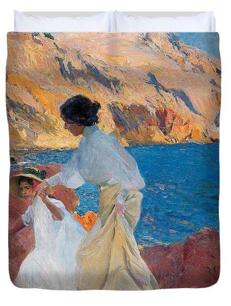 Clotilde And Elena On The Rocks Duvet Cover by Joaquin Sorolla y Bastida
