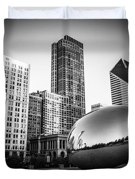 Cloud Gate Bean Chicago Skyline In Black And White Duvet Cover