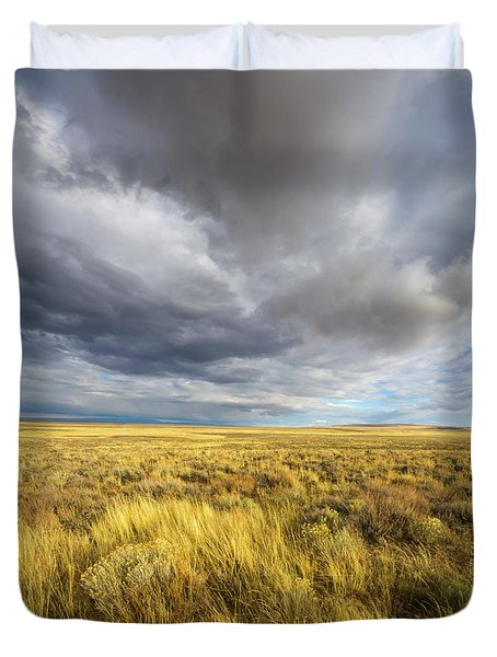 Clouds And Prairie Hart Mt N R Duvet Cover