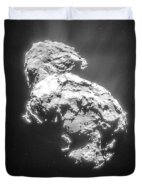 Duvet Cover featuring the photograph Comet 67pchuryumov-gerasimenko by Science Source