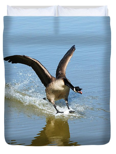 Coming In For A Landing Duvet Cover by Vivian Christopher