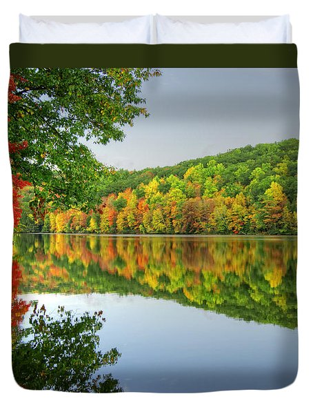 Connecticut River In Autumn Duvet Cover