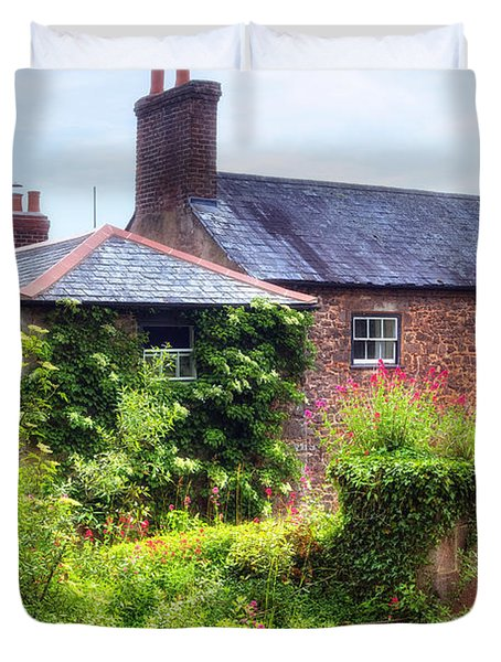Cottage In England Duvet Cover