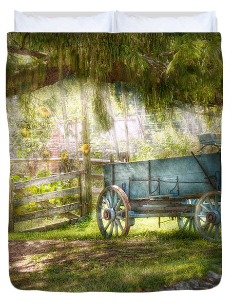Country - The Old Wagon Out Back  Duvet Cover by Mike Savad