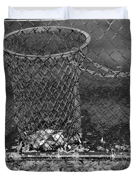 Court Trash In Black And White  Duvet Cover by Rob Hans