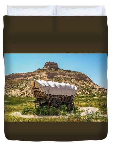 Covered Wagon At Scotts Bluff National Monument Duvet Cover by Sue Smith