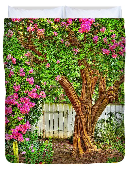 Duvet Cover featuring the photograph Crepe Myrtle In Wiliamsburg Garden by Jerry Gammon