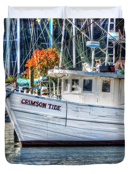 Crimson Tide In Harbor Duvet Cover by Michael Thomas
