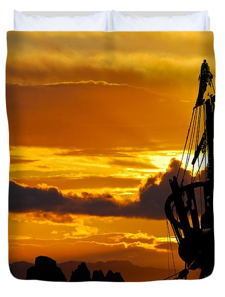 Crows Nest Silhouette On Newfoundland Coast Duvet Cover