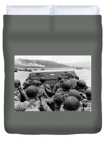 D-day Soldiers In A Higgins Boat  Duvet Cover
