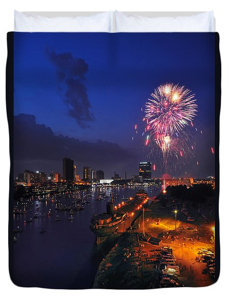 D12u470 Red White And Kaboom In Toledo Ohio Photo Duvet Cover