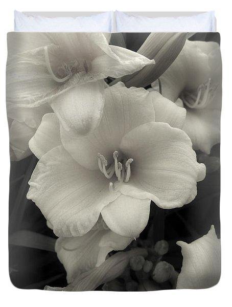 Daffodils Emerge Duvet Cover by Daniel Hagerman