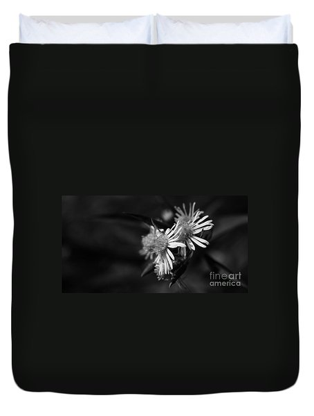 Duvet Cover featuring the photograph Dames En Noir by Linda Shafer