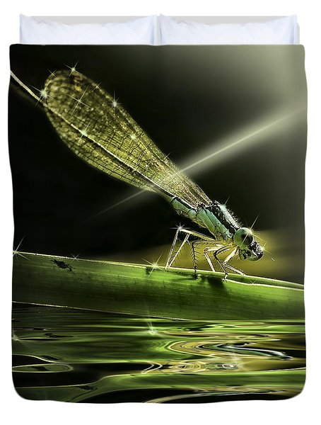 Damsel Dragon Fly  With Sparkling Reflection Duvet Cover