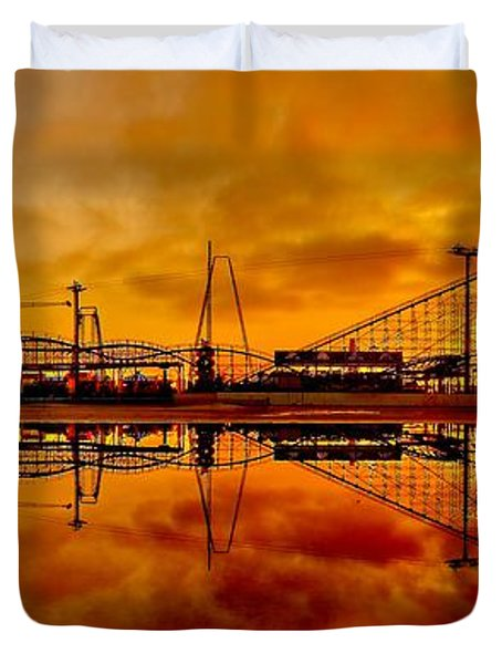 Dawn At Wildwood Pier Duvet Cover